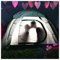 Скачать gif картинку: Любовь в палатке